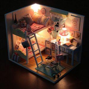 Hoomeda DIY Wood Barnminnen med LED + Möbler + Cover dockhus