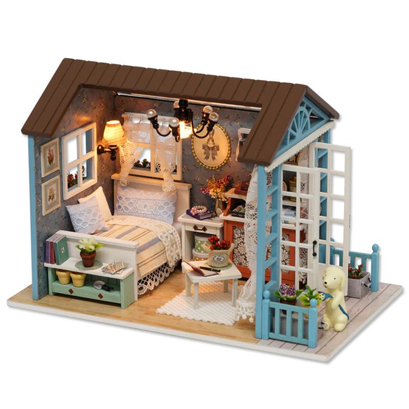 Cuteroom Wooden barns Dockhus med möbeltrappa LED lampor