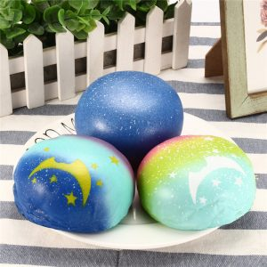 Galaxy Bun bröd Scented Squishy Slow Rising Squeeze Strap barns Toy Present
