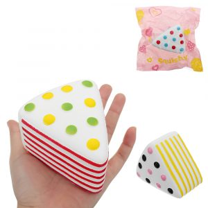 Triangle Cake Squishy 9 * 6 * 7,6cm långsammare med Packaging Collection Present Soft Toy