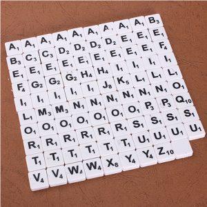 100st Scrabble Tiles engelska bokstäver svart / vit typsnitt för barn