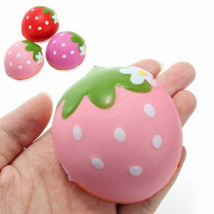 Squishy Half Strawberry 7cm Soft Slow Rising Frukt Samling Present Decor Toy