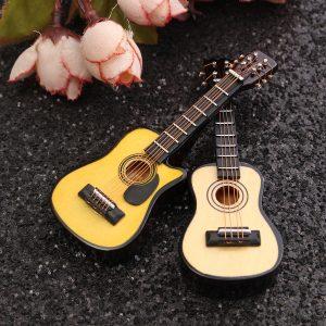 1/12 Scale dockhus Miniature Gitarr Tillbehör Instrument DIY Del För dockhus