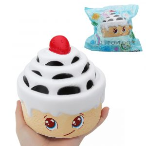 Strawberry Multilayer Cake Squishy 12,5 * 12,5 cm långsammare med Packaging Collection Gift Soft Toy