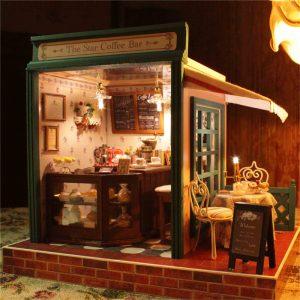 Cuteroom DIY Dockhus Handcraft Miniatyrprojekt Kit Star Coffee Bar Music Wooden Dockhus