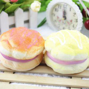 Slumpmässig färg Squishy Soft 8CM Ananasbröd Dekorations mjukleksaker