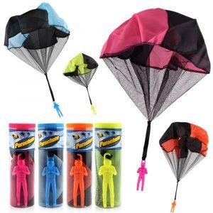 Fallskärmsparkel kasta och släppa utomhus Roligt leksak Utomhussporter Leksaker Slumpmässig färg med soldatdocka